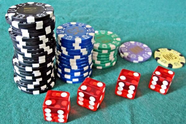 What Makes Online Gambling Perfect For You